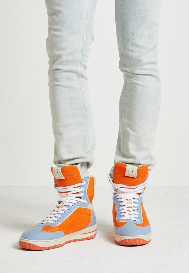 LEWIS HAMILTON MODERN HIGH TOP SNEAKER - High-top trainers - orange