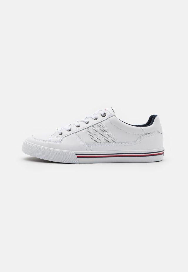 CORE CORPORATE - Zapatillas - white