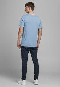 Jack & Jones - Basic T-shirt - faded denim - 2