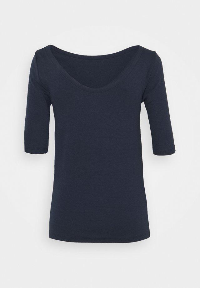 MOD BALLET - T-shirt z nadrukiem - true indigo