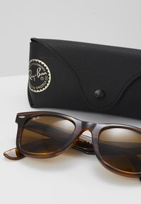 Ray-Ban - WAYFARER - Sunglasses - brown - 2