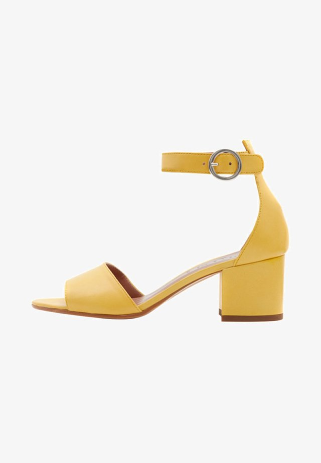 CELIA - Sandales - yellow
