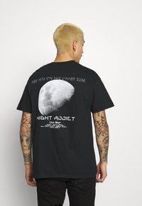 Night Addict - TOUR - T-shirt med print - black - 0