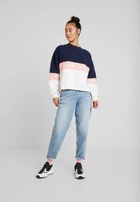 Tommy Jeans - COLORBLOCK CREW - Sweatshirt - classic white/multi - 1