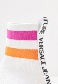 Versace Jeans Couture - LINEA FONDO PENNY - Korkeavartiset tennarit - bianco ottico - 2