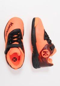 Kempa - WING 2.0 JUNIOR UNISEX - Boty na házenou - fluo orange/black - 1