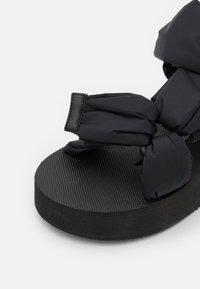 Red V - Platform sandals - nero - 6