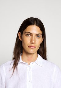 J.CREW - PERFECT IN BAIRD - Button-down blouse - white - 5