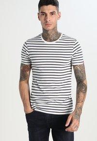 Levi's® - SLIM FIT 2 PACK  - Camiseta básica - dark blue - 0
