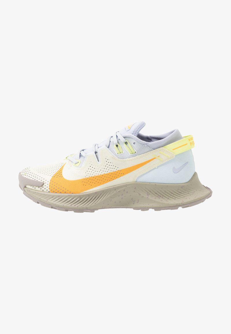 Nike Performance - PEGASUS TRAIL 2 - Běžecké boty do terénu - pure platinum/laser orange/fossil