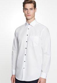 Seidensticker - REGULAR FIT - Formal shirt - white - 0