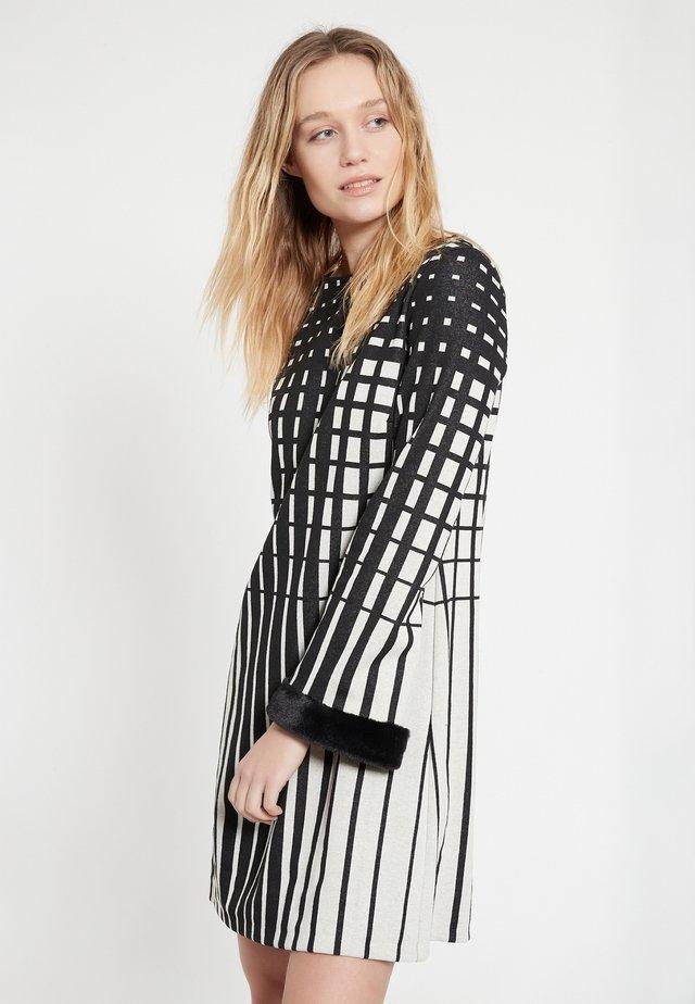 Korte jurk - schwarz-weiß