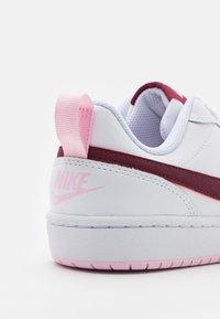 Nike Sportswear - COURT BOROUGH UNISEX - Sneakersy niskie - white/dark beetroot - 5