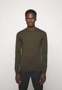 J.LINDEBERG - LYLE CREW NECK - Stickad tröja - moss green - 0