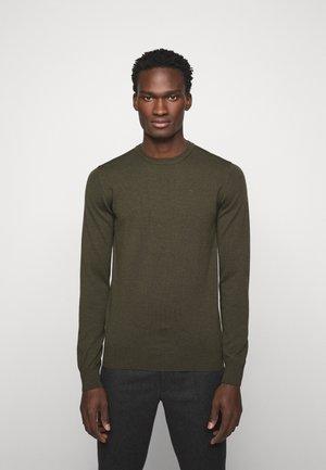 LYLE CREW NECK - Stickad tröja - moss green