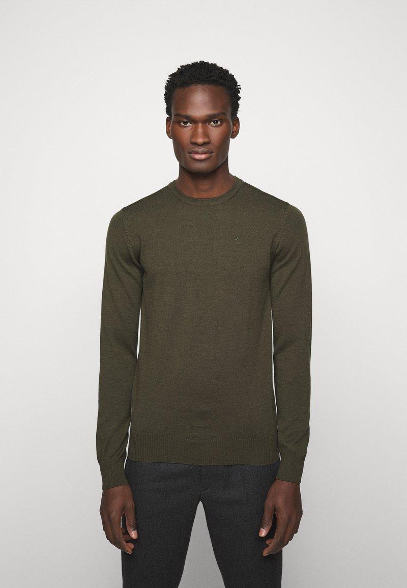 J.LINDEBERG - LYLE CREW NECK - Stickad tröja - moss green