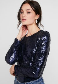 Nly by Nelly - PERFECT SEQUIN - Bluse - dark blue - 4