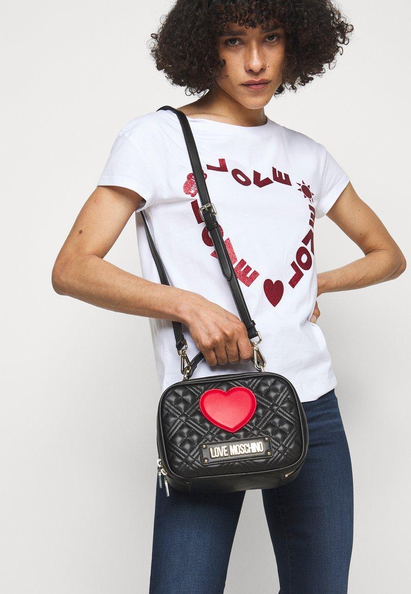 Love Moschino - CAMERA BAG BLACK EXCLUSIVE - Handbag - black