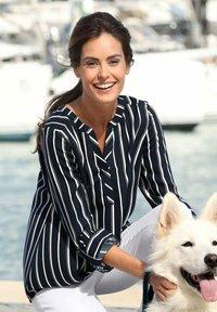 Laura Kent - Blouse - marineblau,weiß - 2