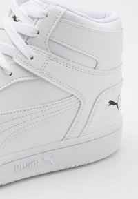 Puma - REBOUND LAYUP UNISEX - Sneakers high - white/black - 5