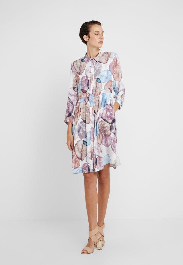 DIONISO - Vestido informal - white pattern