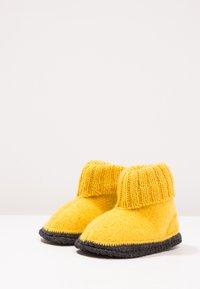 Bergstein - COZY - Pantuflas - yellow - 2