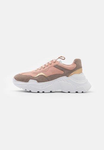 CANDY MULTI - Sneakersy niskie - nude/beige