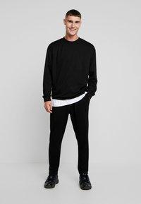 Urban Classics - TERRY CREW - Sweatshirt - black - 1