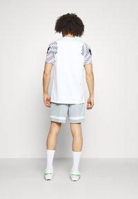 Nike Performance - SHORT - Sports shorts - light pumice/white - 2