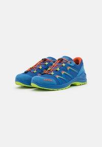 Lowa - MADDOX GTX LO JUNIOR UNISEX - Hiking shoes - royal/limone - 1