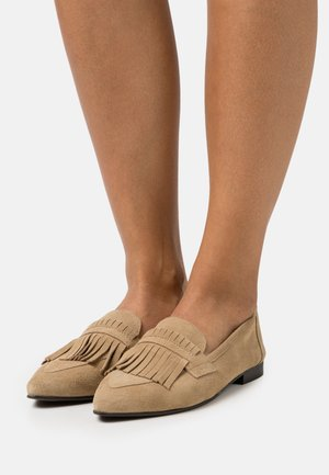 BIATRACEY FRINGE LOAFER - Mocasines - light brown
