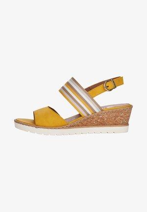 Sandały na koturnie - gelb kombi