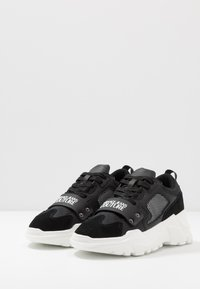 Versace Jeans Couture - Sneakers basse - black - 2