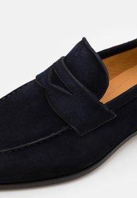Magnanni - Slippers - azul - 5