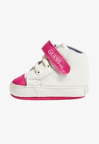 Guess - FLYNNA MIT KLETTVERSCHLUSS - Baby shoes - white - 0