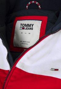 Tommy Jeans - COLORBLOCK PADDED JACKET - Veste mi-saison - twilight navy/multi - 6