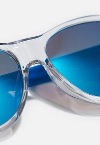 Puma - SUNGLASS KID  - Sluneční brýle - crystal/light blue - 2