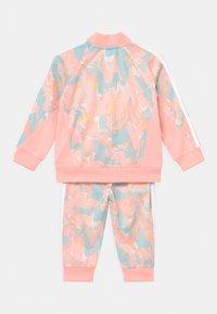 adidas Originals - SET - Verryttelytakki - pink tint/multicolor/haze coral - 1