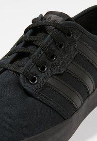 adidas Originals - SEELEY - Skate shoes - cblack - 5