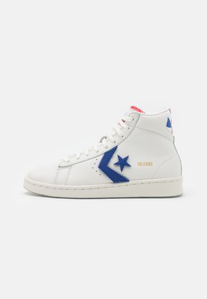 PRO BIRTH OF FLIGHT UNISEX - Zapatillas altas - vintage white/university red/rush blue