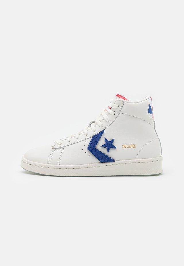 PRO BIRTH OF FLIGHT UNISEX - Sneakers hoog - vintage white/university red/rush blue