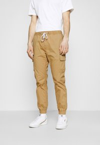 Tommy Jeans - ETHAN JOGGER - Cargo trousers - classic khaki - 0
