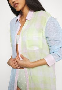 Solid & Striped - THE LONG OXFORD VOILE - Ranta-asusteet - pink/multicolor - 5