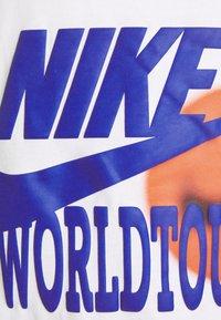 Nike Sportswear - TANK WORLD TOUR - Linne - white - 2