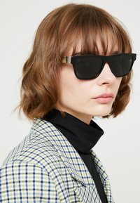 Burberry - Sunglasses - black - 3