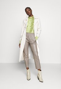Oakwood - GIFTER - Leather trousers - mastic - 1