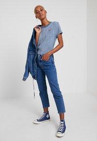 Levi's® - PERFECT TEE - Print T-shirt - raita indigo - 1