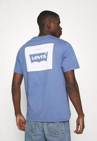 Levi's® - TEE - Print T-shirt - PLACE COLONY BLUE - 2