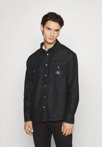 Calvin Klein Jeans - SHIRT - Shirt - denim black - 0