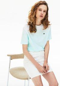 Lacoste - T-shirt z nadrukiem - turquoise / vert clair / blanc - 1
